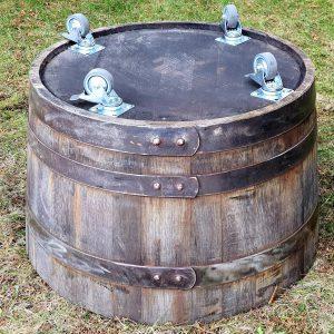 Donica z dębowej beczki po whisky (Obręcze z patyną rdzawą + kółka jezdne)